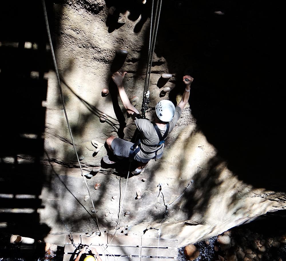 DSC02945 Ken rock climbing