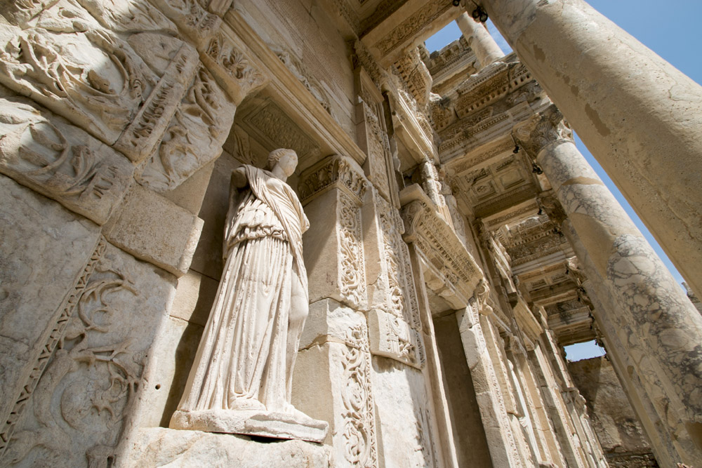 Efes library statue