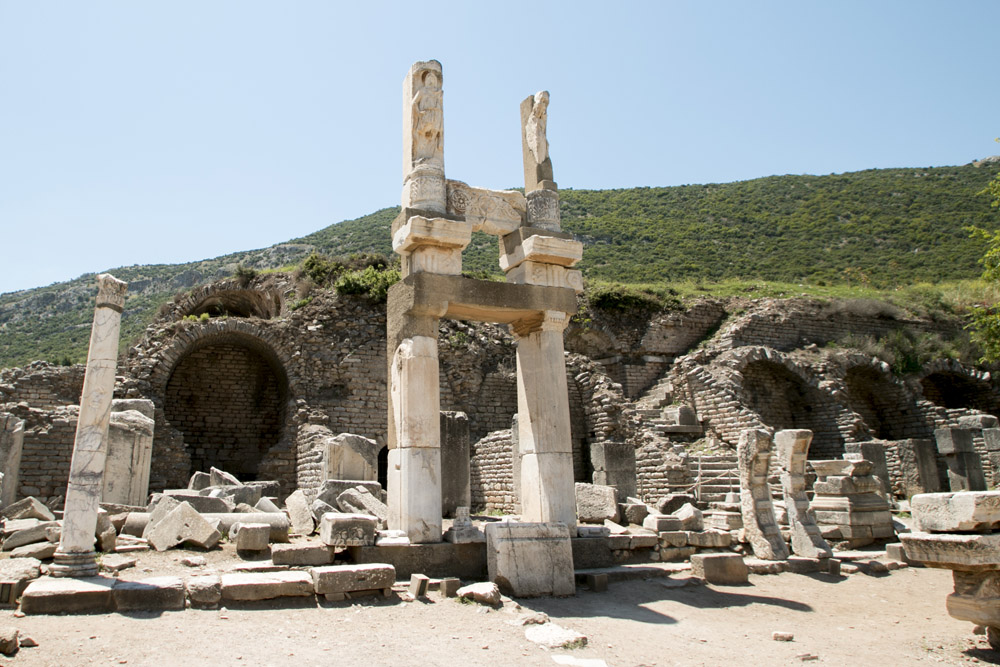Efes random pillars